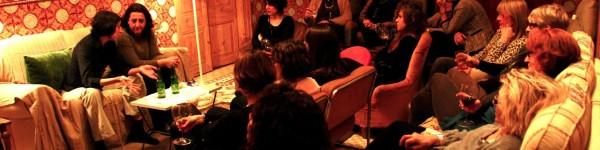 """""""La Carcoma"""", de la cia. TeatrodeCERCA, con Carmen Flores y Laura Barba, representada en una casa particular"""