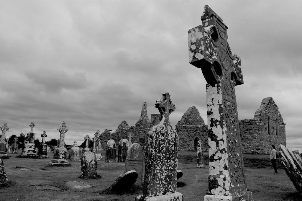 rock-black-and-white-white-monument-statue-landmark-599993-pxhere.com_