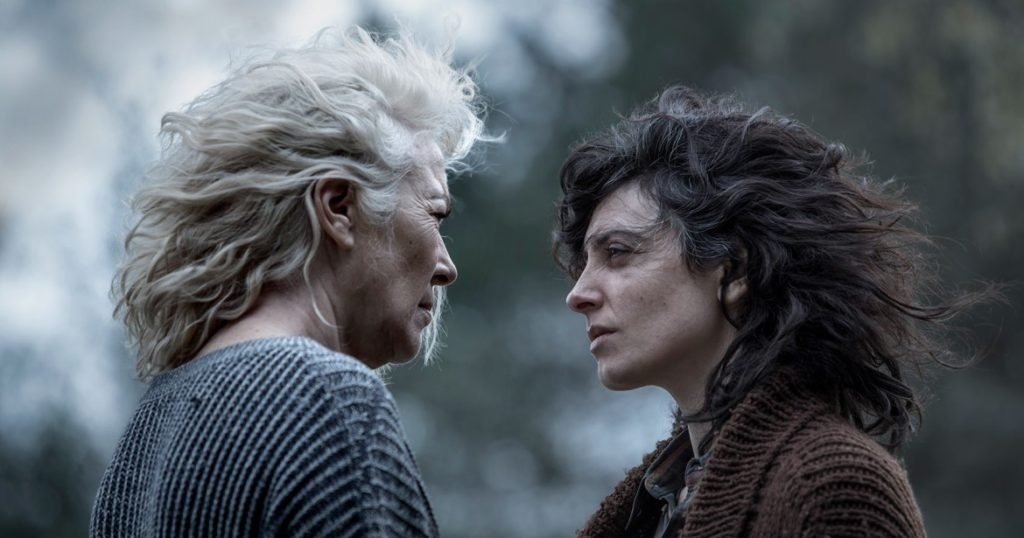 Las actrices Susi Sánchez y Bárbara Lennie en una imagen de la película La enfermedad del domingo
