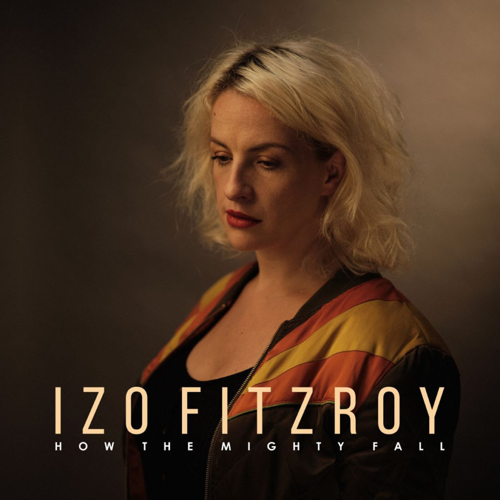 Portada del disco de la cantante inglesa Izo Fitzroy How the Mighty Fall