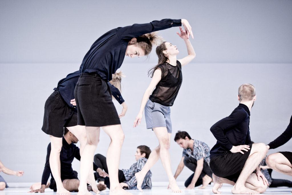 Imatge de l'espectacle de dansa de Deborah Hay Figure a Sea que es farà al Mercat de les Flors
