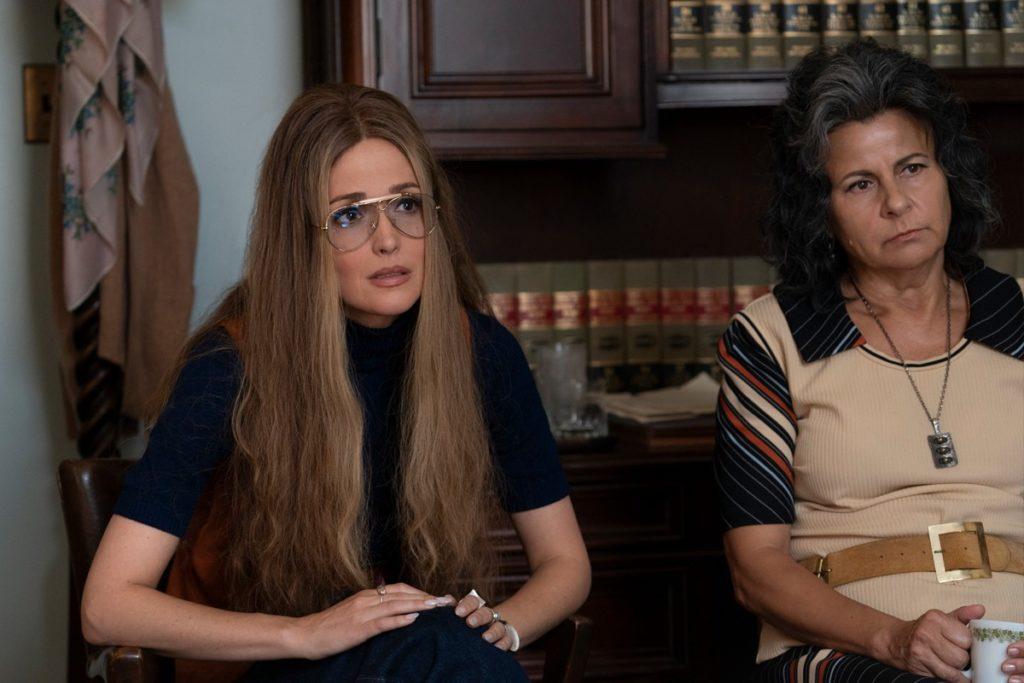 Imagen de Rose Byrne y Tracey Ullman en la serie de HBO Mrs. America