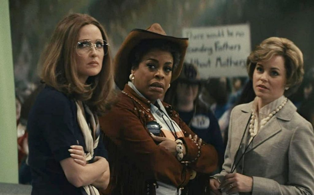 Imagen de Rose Byrne, Melissa Joyner y Elizabeth Banks en la serie de HBO Mrs. America