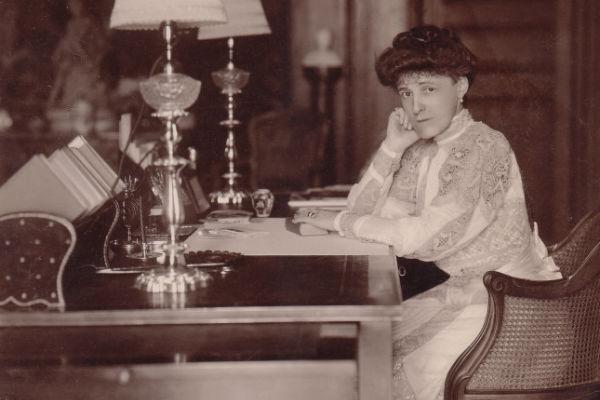 Retrato de la escritora Edith Wharton autora del libro Las costumbres del país
