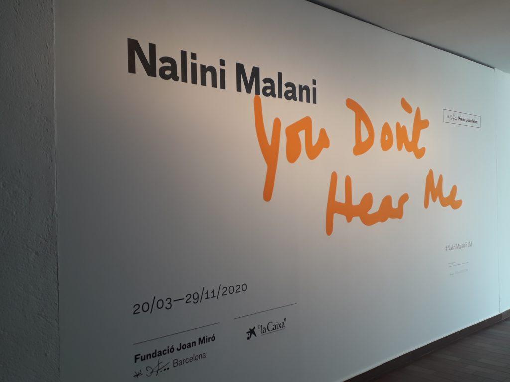 Imagen de la entrada a la exposición de Nalini Malani en la Fundació Miró