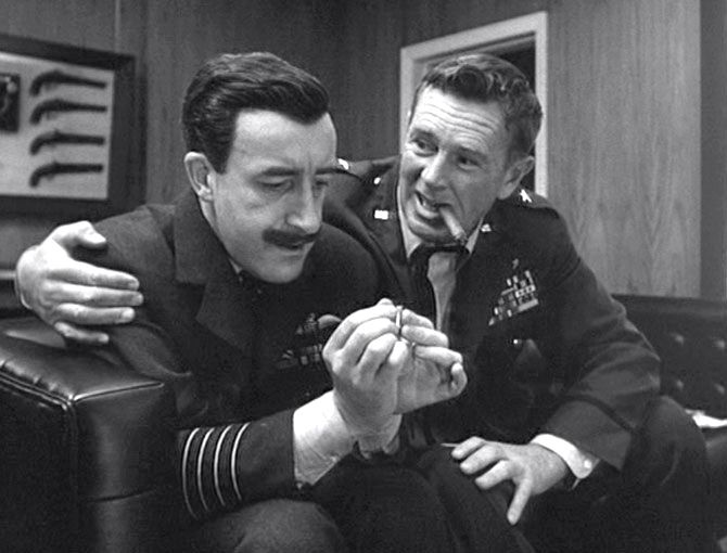 Sterling Hayden y Peter Sellers en una escena de Teléfono Rojo volamos hacía Moscú