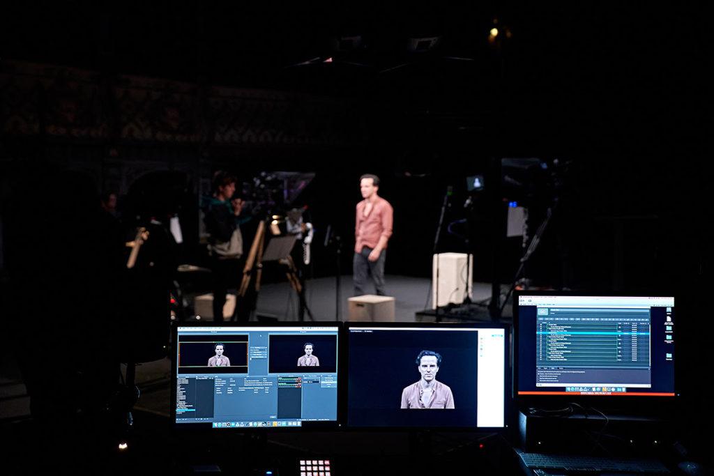 Imagen de Andrew Scott durante la representación online de la obra de teatro Three Kings