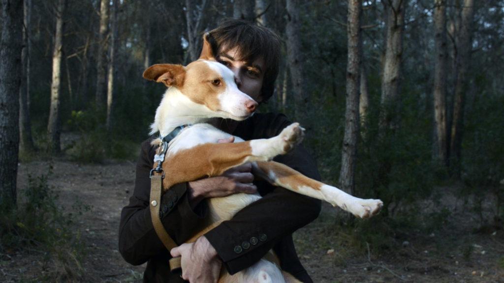 Retrato del músico valenciano Víctor Ramírez, conocido como Ramírez Exposure y su perro Colombo